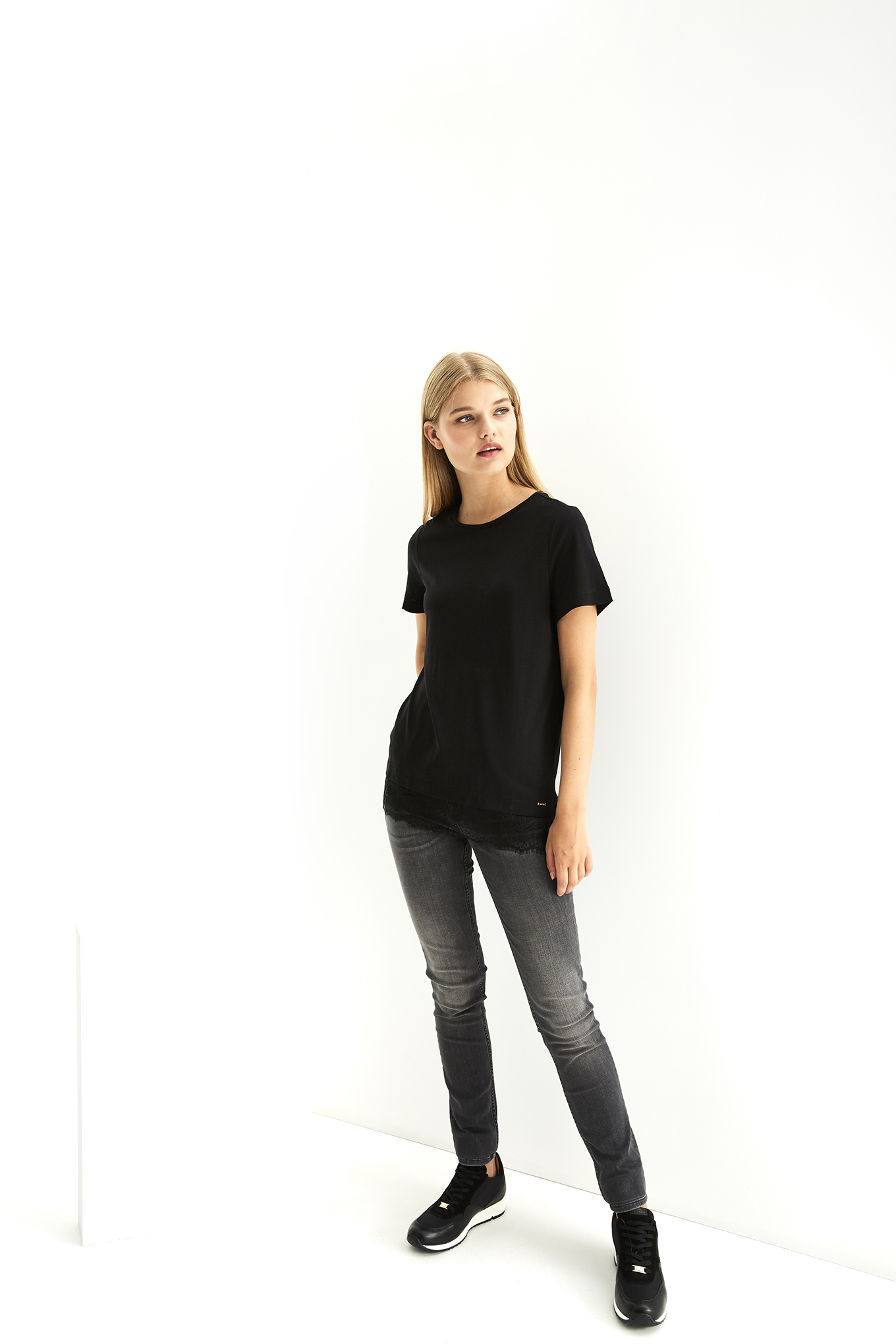 T-Shirt Preto Casual Mulher
